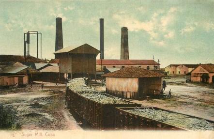 Foto: Wagons mit Zuckerrohr stehen vor der Zuckermühlenfabrik