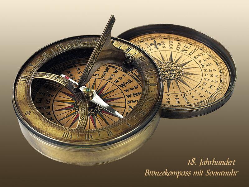 Farbfoto: Bronzekompass mit Sonnenuhr aus dem 18. Jahrhundert