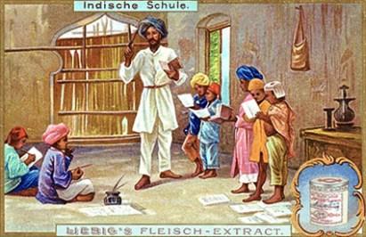 Liebig-Werbung, Farbdruck: stehender Lehrer mit Turban und Taktstock, rechts neben ihm stehen fünf Schüler, die lesen oder singen und am Boden sitzend zwei, die schreiben