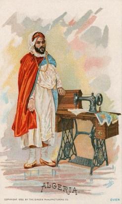 alte Postkarte: algerischer Mann steht neben Nähmaschine