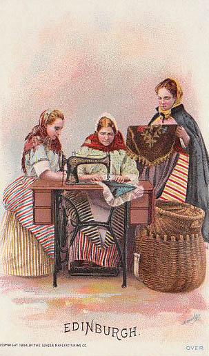 alte Postkarte: drei Frauen an der Nähmaschine