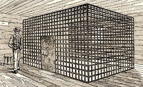 s/w Zeichnung: von allen Seiten einsehbare Gitterzelle, um die der Aufseher herum laufen kann
