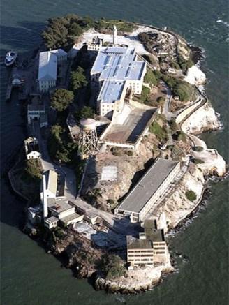 farbige Luftaufnahme: Alcatraz von oben