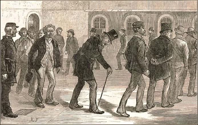 Holzstich: Gefangene laufen im Kreis vorbei an einem links stehenden Gefängniswärter