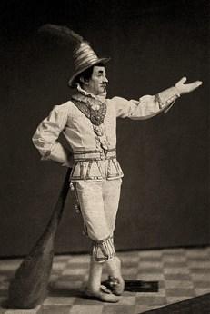 sw Foto: Clown stützt sich auf große (Wahrheits)Keule - 1860