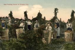 koloriertes Foto: Ernteszene mit mehreren Frauen und einem Mann - 1906
