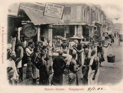 alte Fotopostkarte: asiatische Straßenszene