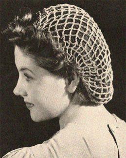 sw Foto: Frauenportrait mit gehäkeltem Haarnetz
