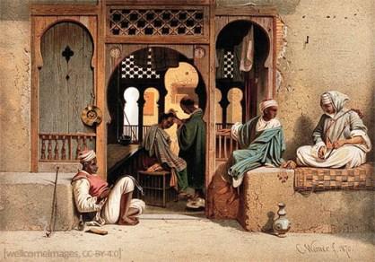 Farblitho: grei Männer warten sitzend vor Friseurstube, während innen einem anderen das Haar geschnitten wird - 1870, Orient