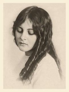 sw Foto: Frau mit Korkenzieherlocken - 1912