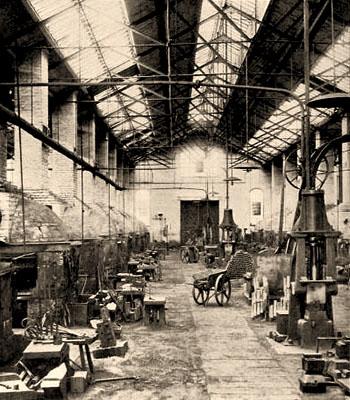 sw Foto: große Arbeitshalle einer Fallhammerschmiede - 1898