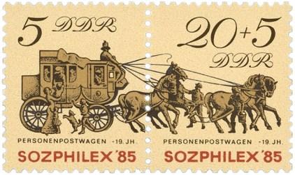DDR-Briefmarken: während Kutsche hält, bringen zwei Männer Wasser für die Pferde