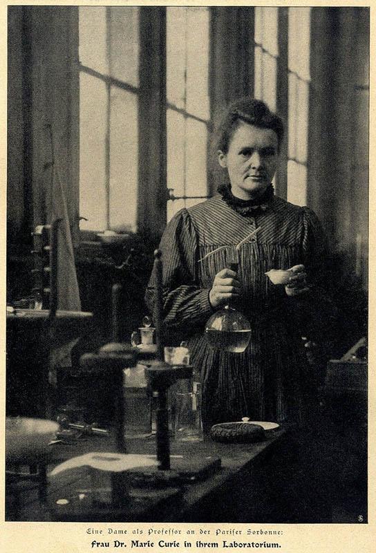 sw-Foto: Chemikerin bei der Arbeit