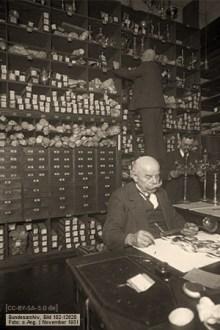 sw Foto: Mitarbeiter registrieren und sortieren Pfänder - 1931