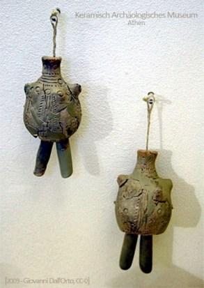 Farbfoto: griechische Tonpuppen aus dem 10. Jh.v.Chr