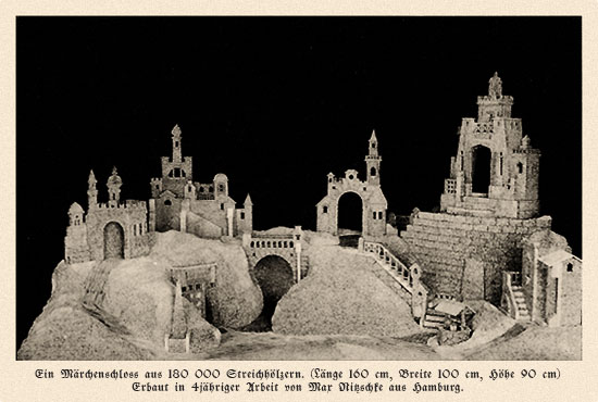 sw Fotokarte: Märchenschloss aus 180 000 Streichhölzern