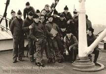 sw Gruppenfoto: Seemannschüler mit Pudelmützen - 1961