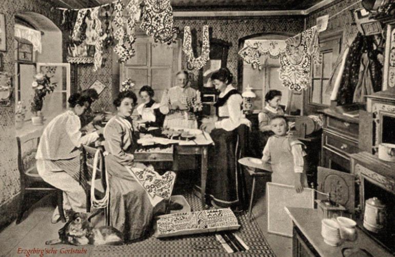 sw Fotokarte: Kordelnäherinnen in Nähstube - 1912, Erzgebirge