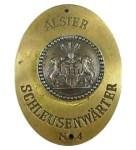 Farbfoto: Dienstmarke Alster Schleusenwärter