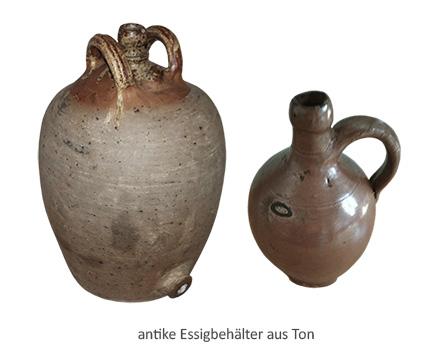 Farbfoto: antike Essig-Tonkrüge zwei- und einhenklig