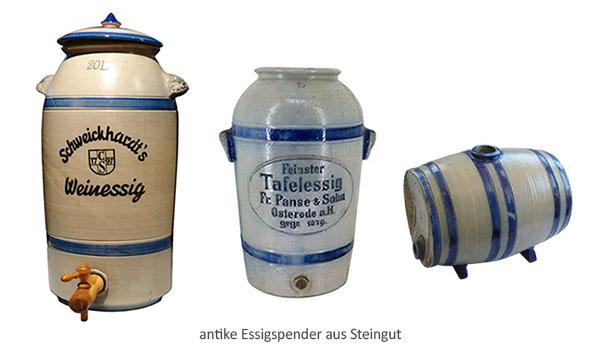 Farbfoto: antike fassförmige Steigut-Essigbehälter mit Holzzapfhahn