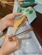 Farbfoto: Herstellung eines Faltfächers - 2006, Japan