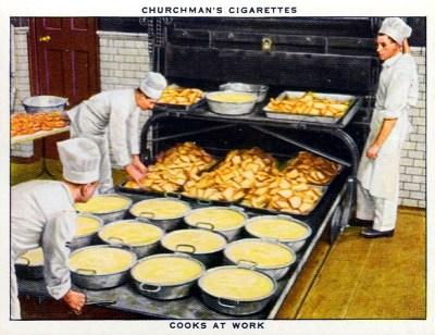 Sammelbild: drei Köche in einer Großküche