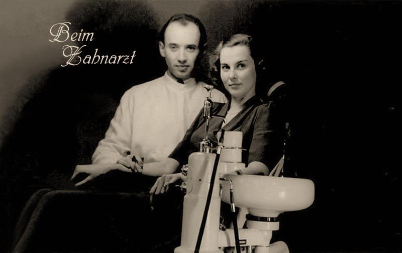 ältere sw Fotopostkarte: Zahnarzt und Patientin auf Behandlungsstuhl