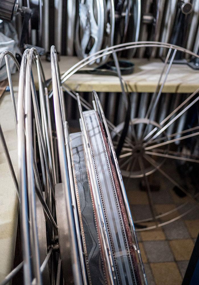 alte große Filmspulen aus Metall