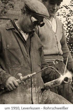 sw Postkarte: Schweißdemonstration an einem Rohr ~1910, Leverkusen