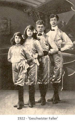 sw Postkarte: 2 Mädchen und 2 Jungen stehend, wie Orgelpfeifen - 1922