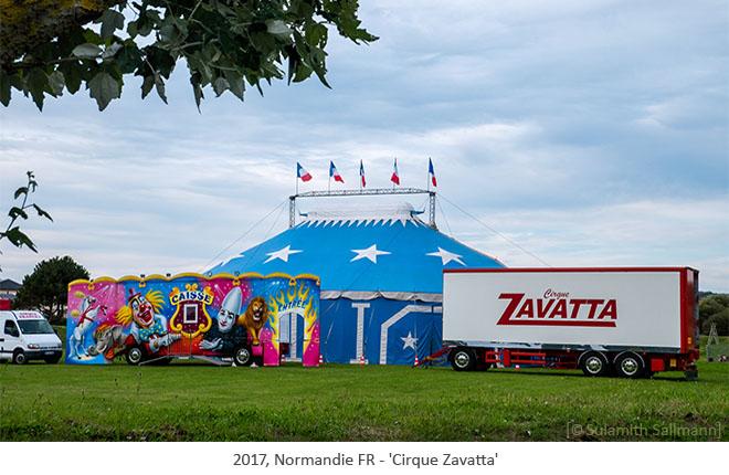 Farbfoto: kleines 2mastiges Zelt des Cirque Zavatta - 2017, Normandie