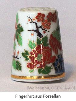 Farbfoto: Fingerhut aus Porzellan