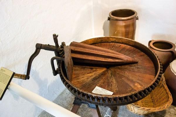 Foto: hölzernes Gerät zum Buttermachen