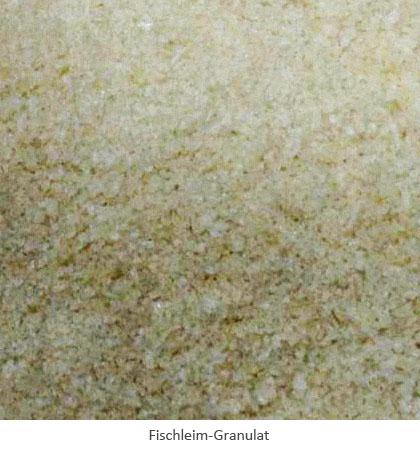 Farbfoto: Nahaufnahme von Fischleim als Granulat