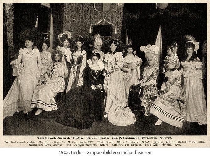 sw Foto: Gruppenbild vom Perücken-Schaufrisieren - 1903, Berlin
