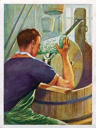 Sammelbild: Mann schleift Glas am Schleifstein