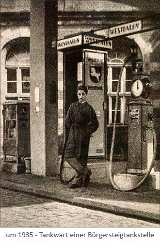 sw Foto: Tankwart einer WESTFALEN-Bürgersteigtankstelle ~1935