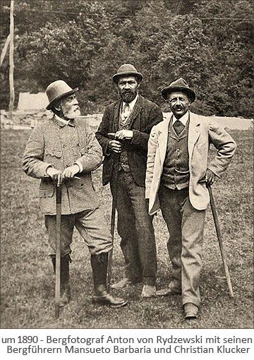 sw Foto: Bergfotograf Anton von Rydzewski und zwei seiner Bergführer ~1890