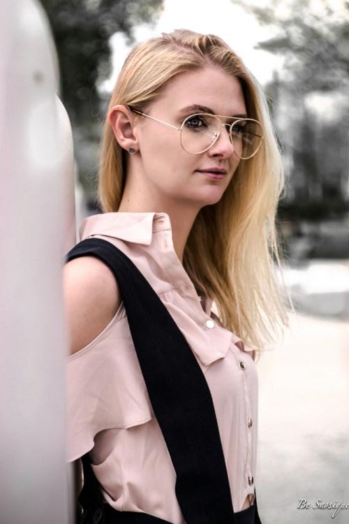 FOMO - Fear of missing out, sprich die Angst etwas zu verpassen. Finde heraus,ob auch du diese Social Media Krankheit hast und wie du sie bekämpfen kannst. Fashion Blogger Outfit: Latzhose, Mules, Plateau, Brille