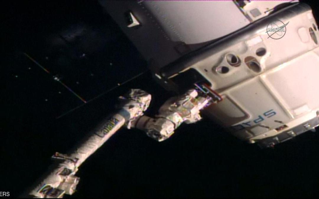 """المركبة """"دراغون"""" تعود للأرض بمعدات و أبحاث علمية"""