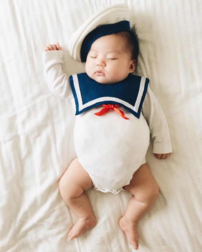 أزياء طفلة نائمة