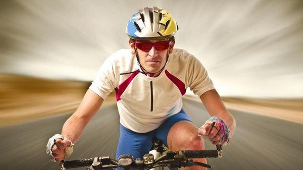 ركوب الدراجات قد يتسبب بإصابات خطيرة .. والخوذة تقي نصفها