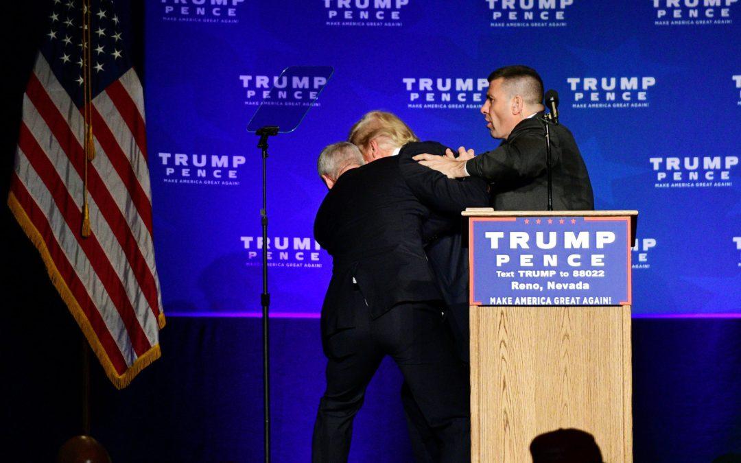 شاهد : محاولة اغتيال ترامب في اول مؤتمر له بعد رئاسة