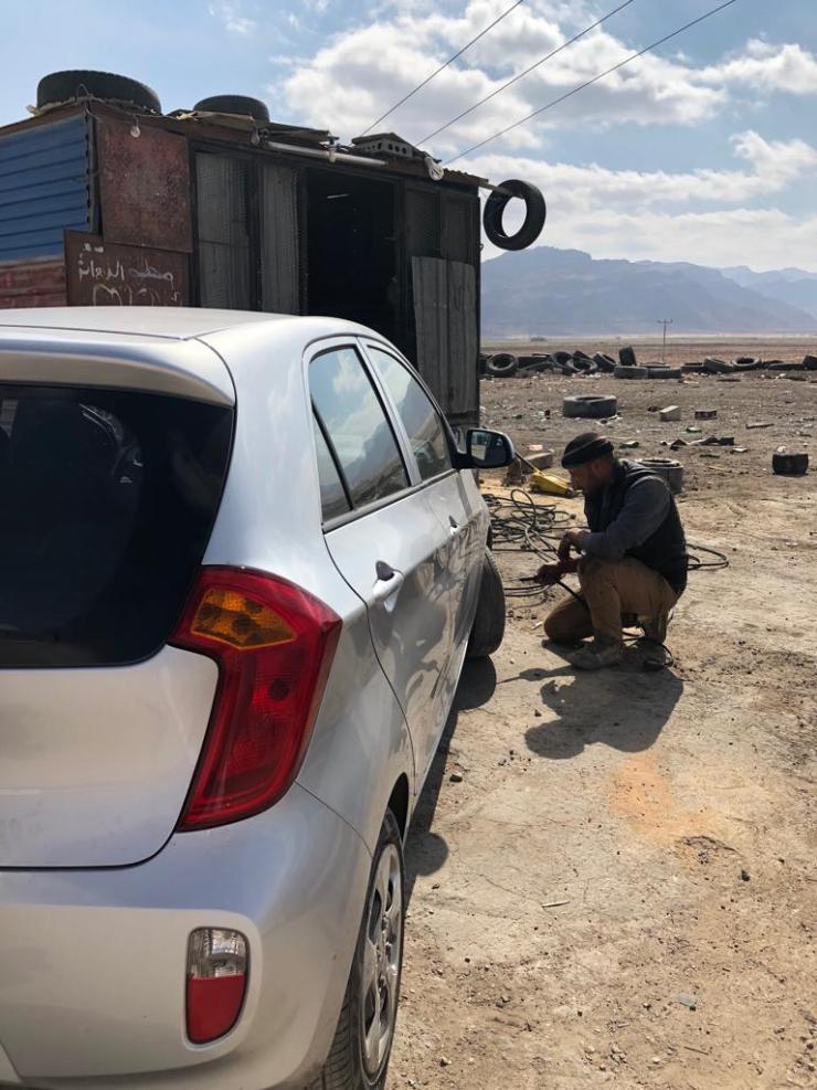Inflating wheels in Jordan