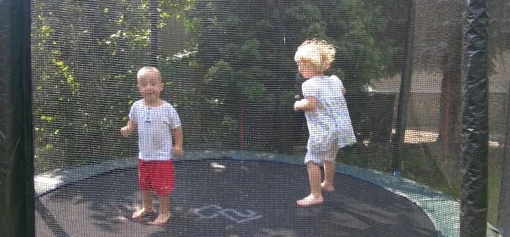 U nás na zahradě…trampolína velká