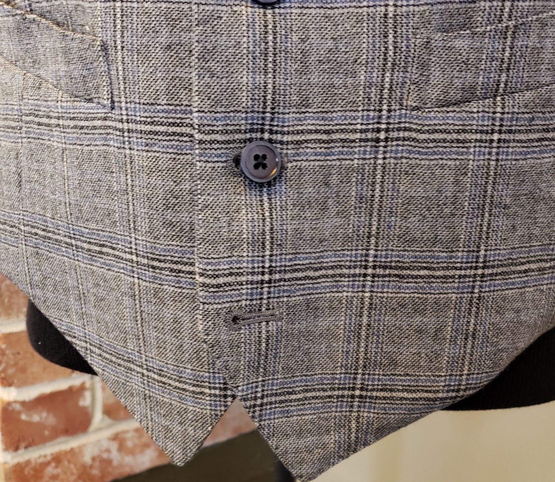 last vest button should be left unbuttoned