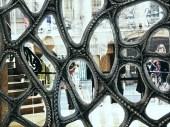 Barcelona_Gaudi_door