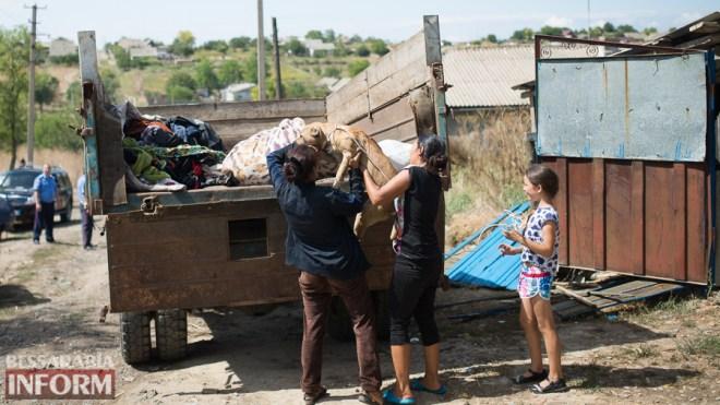 SME_2344 После погрома в Одесской области: цыганки спешно покинули территорию села на такси (ФОТО)