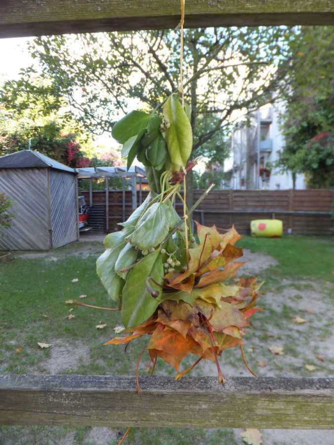 Fädelspiele mit Blättern